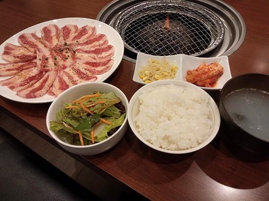 焼肉定食肉大盛 以楽亭