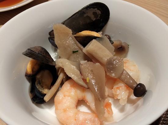 ムール貝と海老とキノコのアヒージョ アンサンブル 潮見