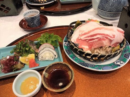酢の物と鍋 指宿白水館夕食