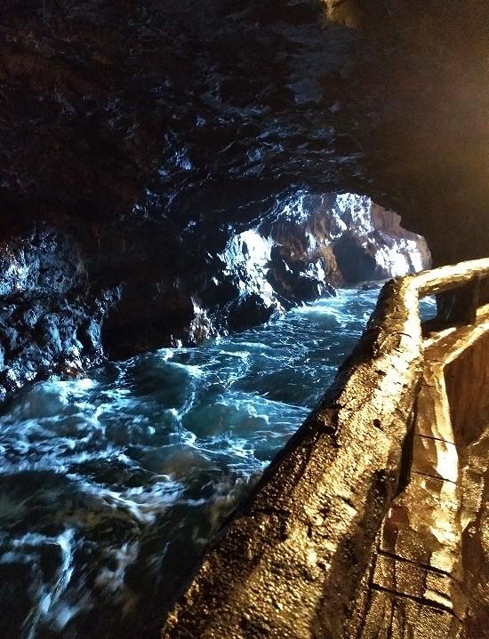 三段壁 洞窟内部