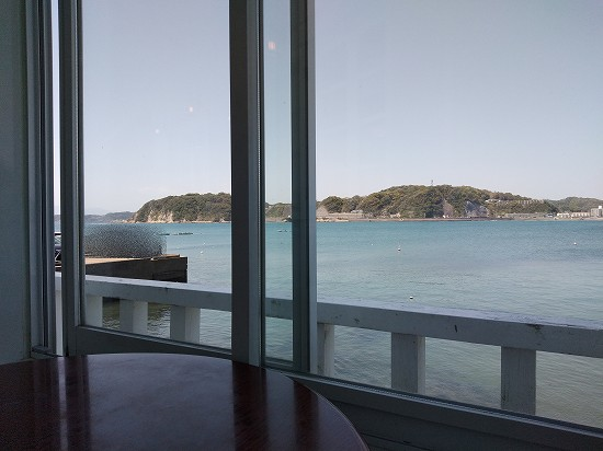 窓際景色 カフェ・ブラッセリー ハリーズ