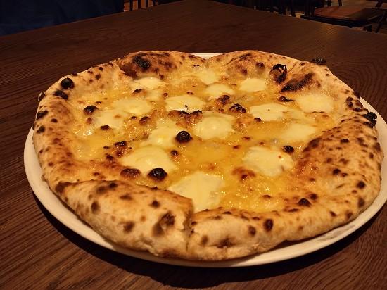 クアトロフォルマッジ ナポリの下町食堂 川崎