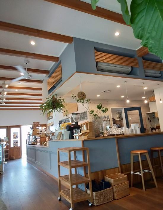 店内 三角屋根 パンとコーヒー
