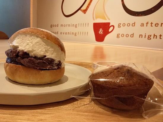 粒あんマリトッツォとキャロットケーキ パンとエスプレッソと 蒲田