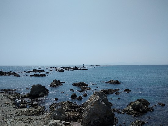 裕次郎灯台と森戸神社の海上鳥居