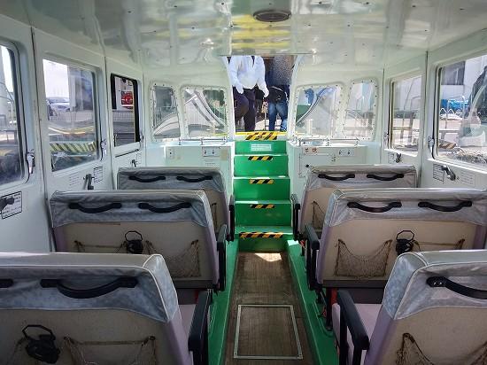 青海島遊覧船船内