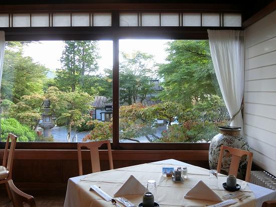 窓際の席_金谷ホテル